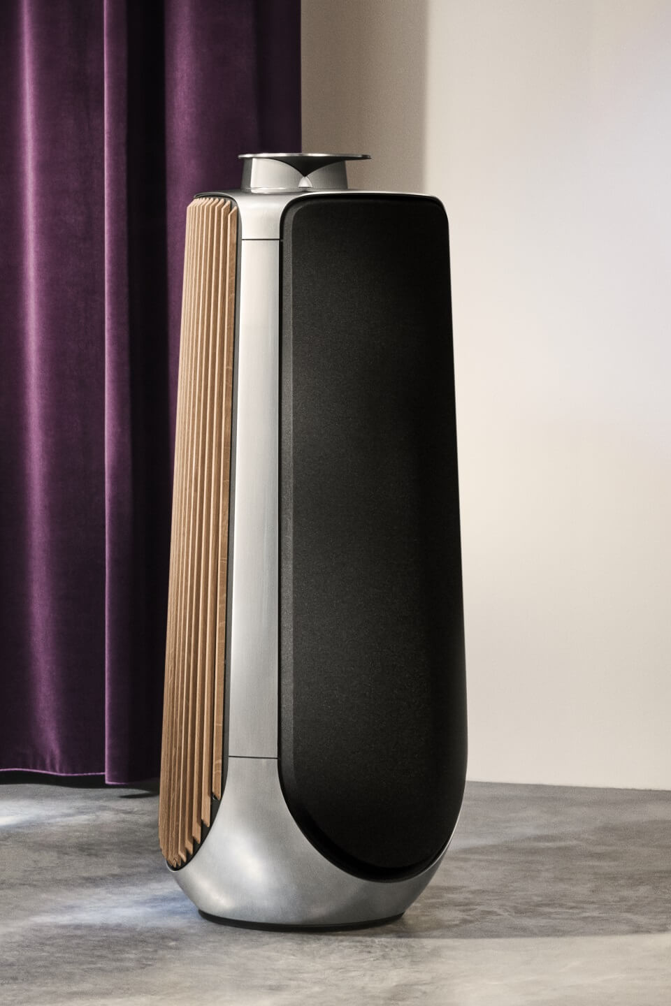 BeoLab 50 silver with oak panels