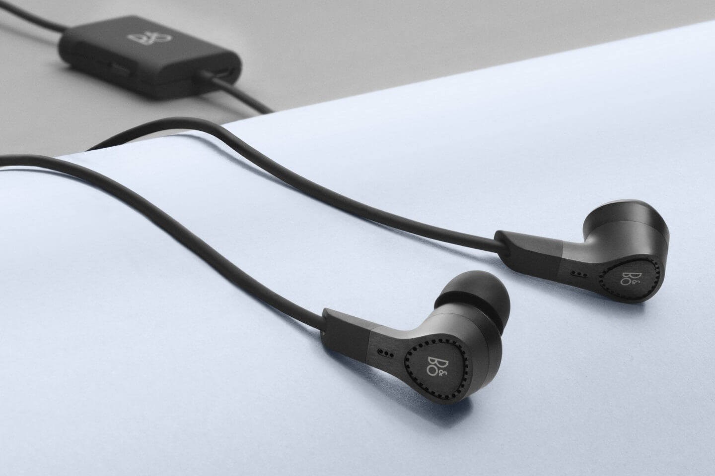 BeoPlay E4- In-Ear headphones with ANC.