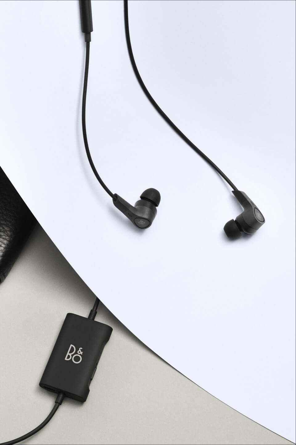 BeoPlay E4 - improved design of remote control