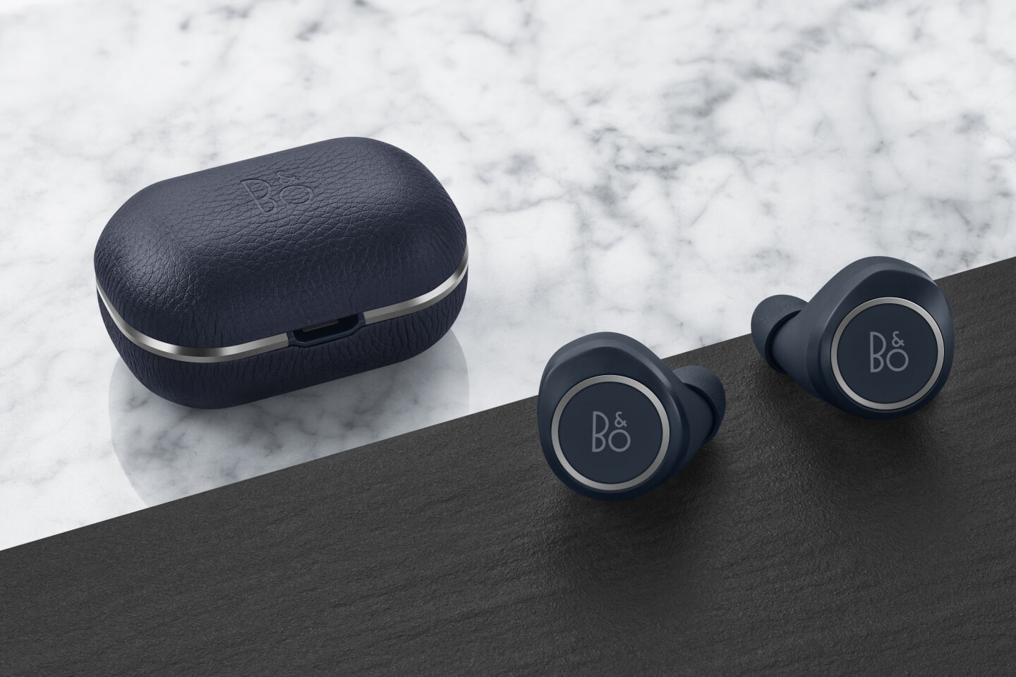 BeoPlay E8 2.0 indigo blue