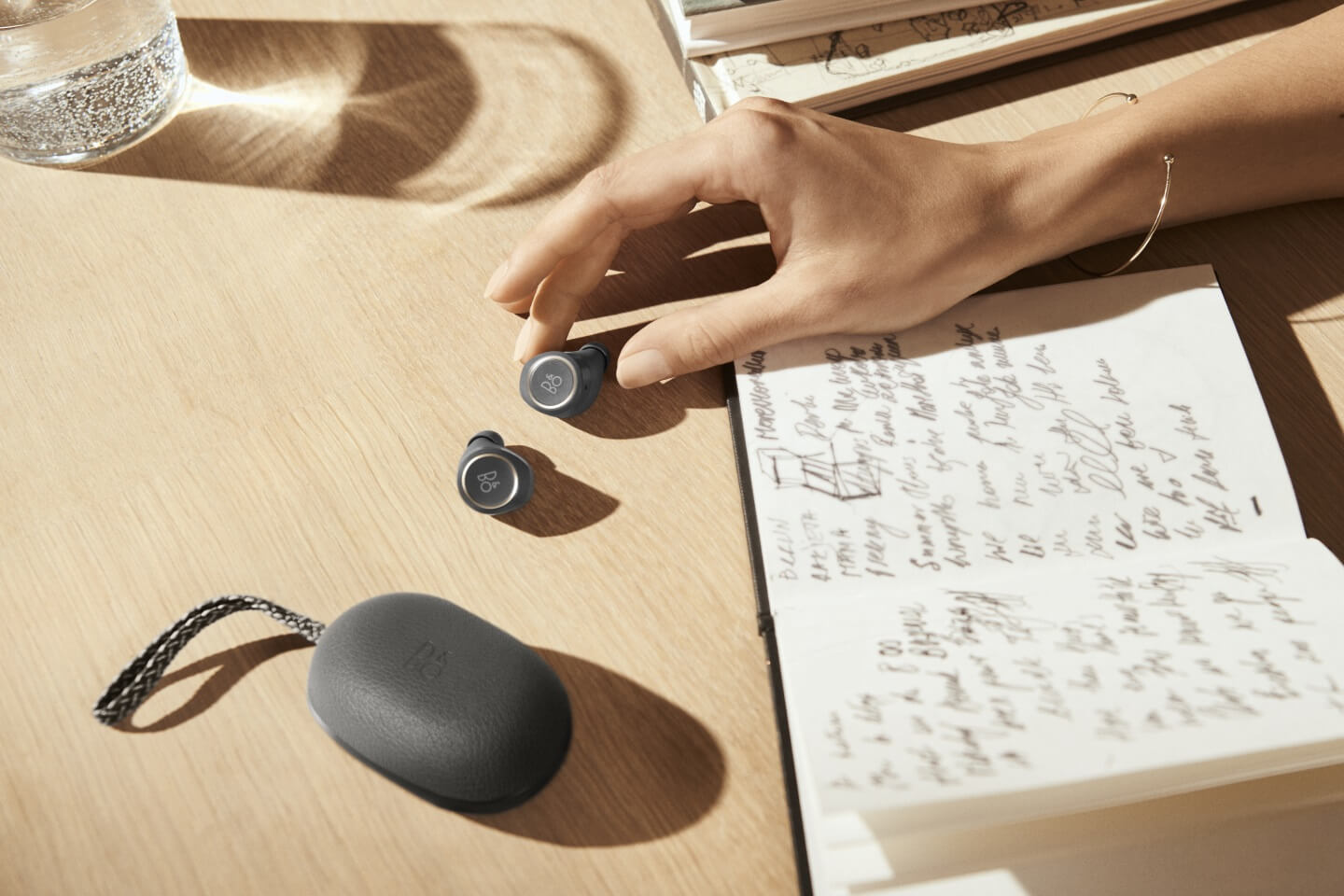 BeoPlay E8 - with transparancy mode