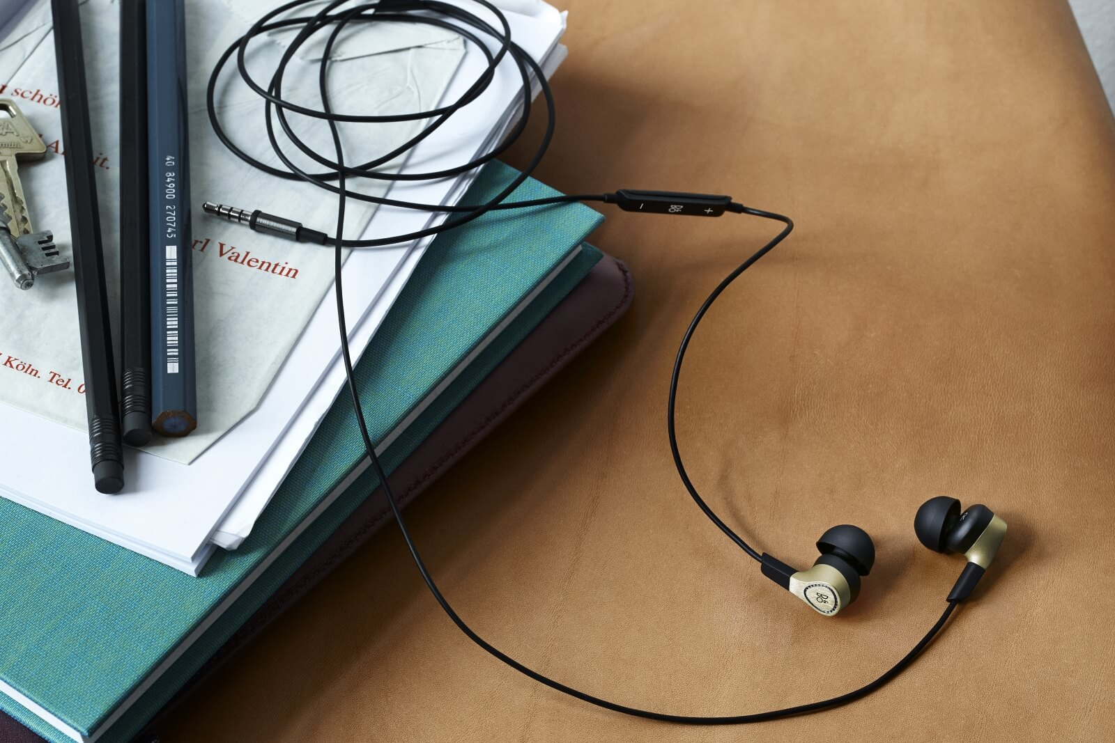 Beoplay H3 MKII - robust in-ear-headphone for life on the go.