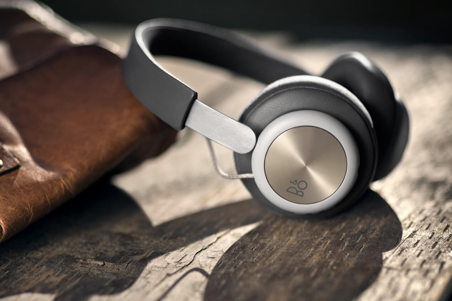 BeoPLay H4 clear design and minimalist expression.