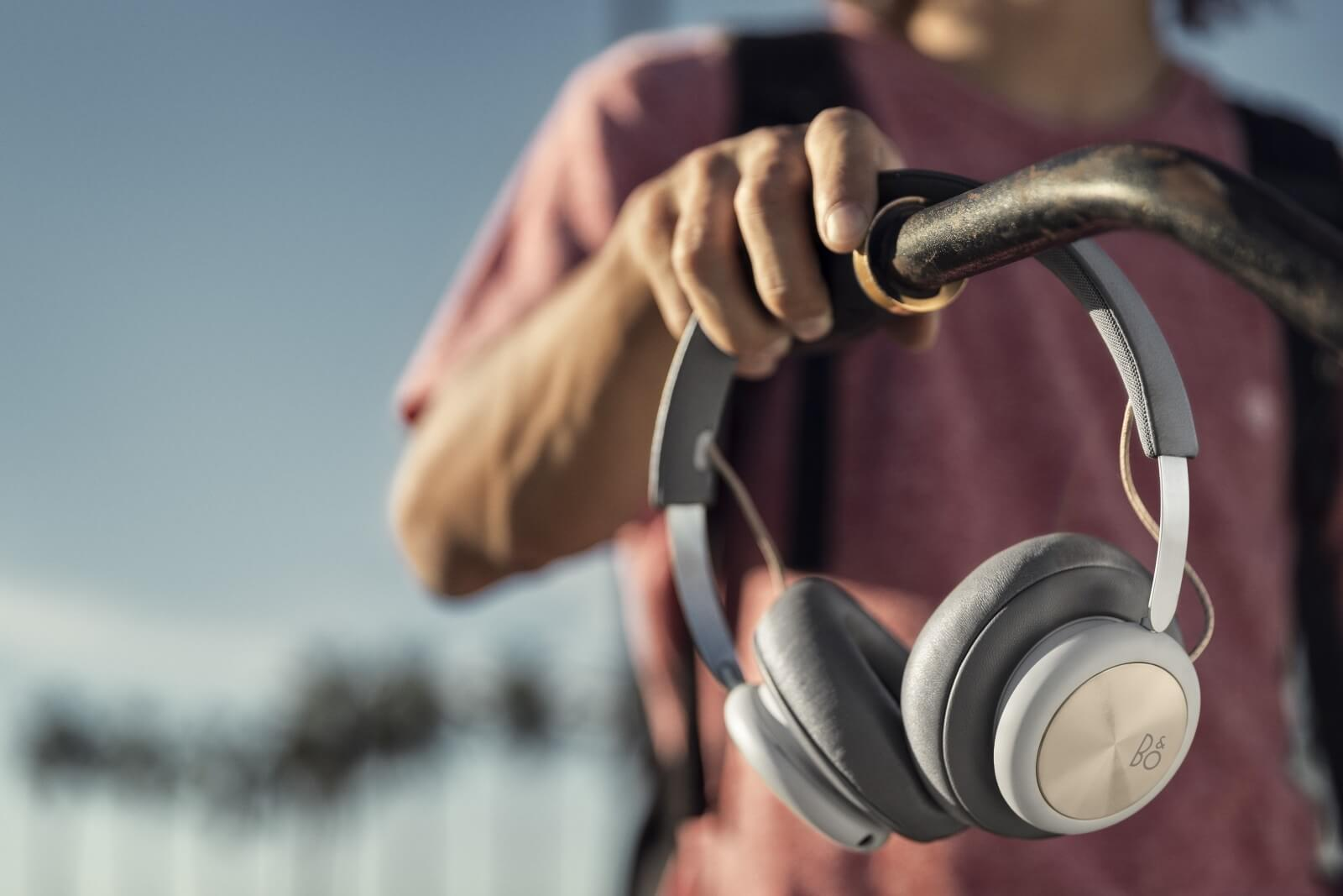 BeoPlay H4 - Bluetoth Over-Ear headphones in minimalistic design