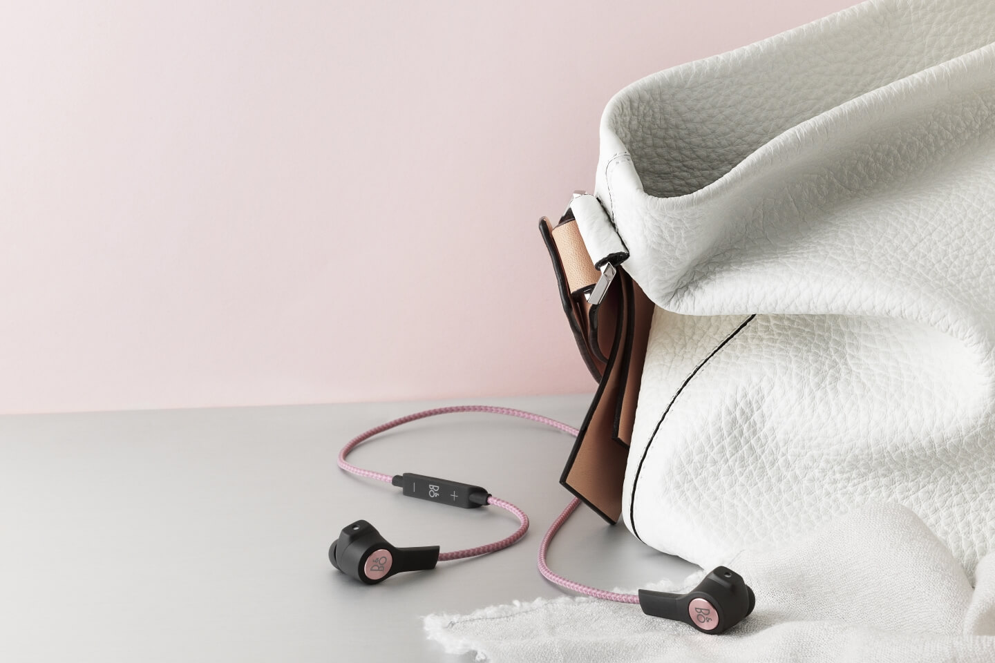 BeoPLay H5 in dusty rose or black