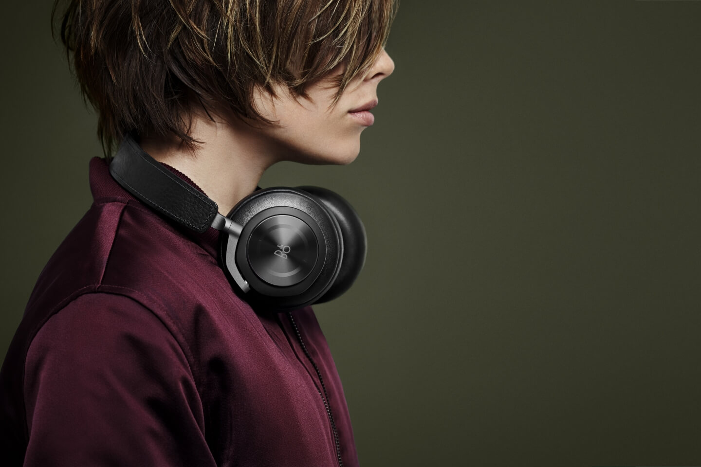 BeoPLay H7 - available in natural, black and grey