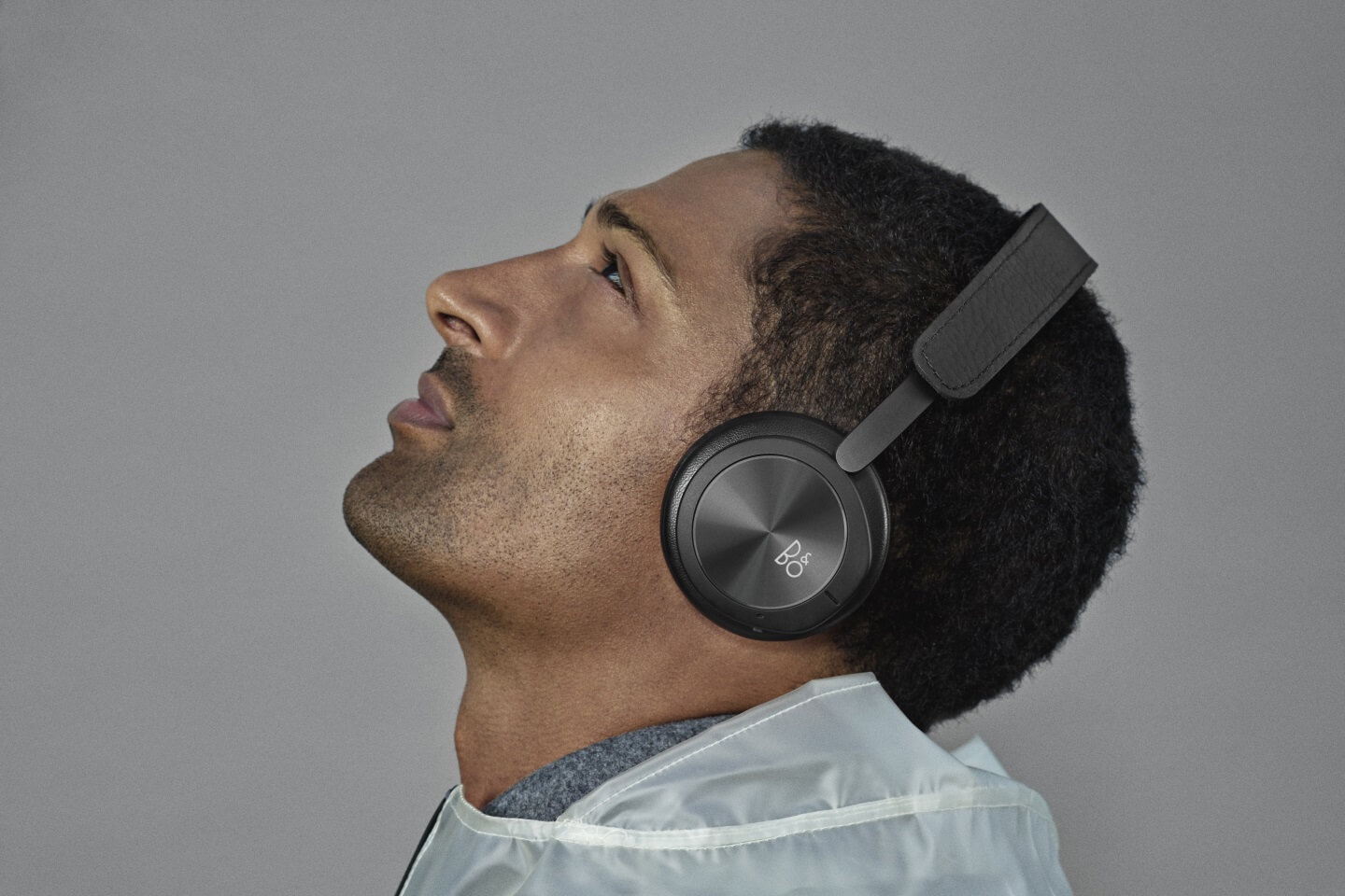 BeoPlay H8i on-ear headphones with ANC and Transparency mode.