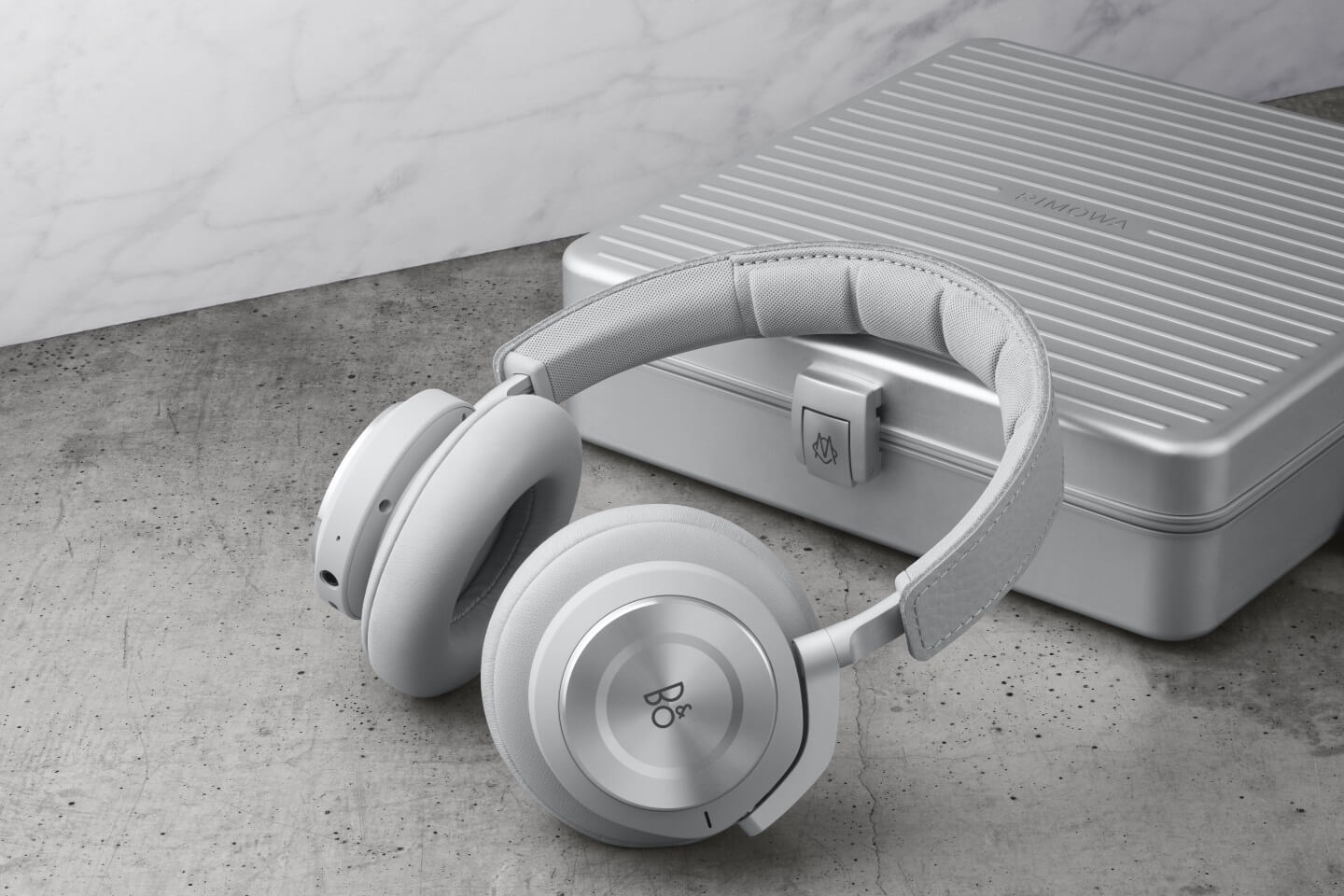 BeoPLay H9i RIMOWA Special Edition
