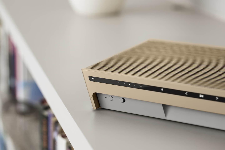 BeoSound Level - gold / light oak interface