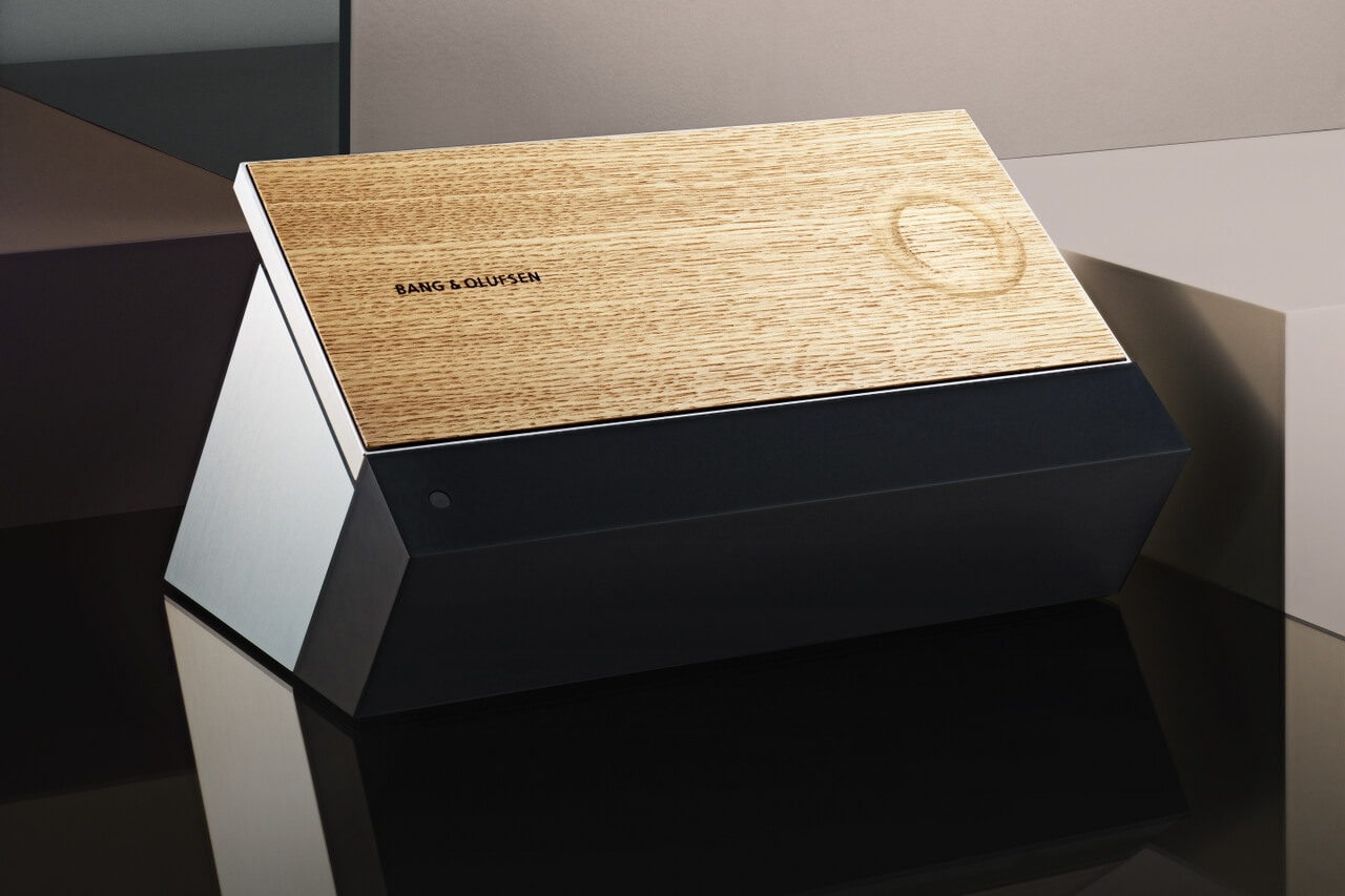 BeoSound Moment - wooden side