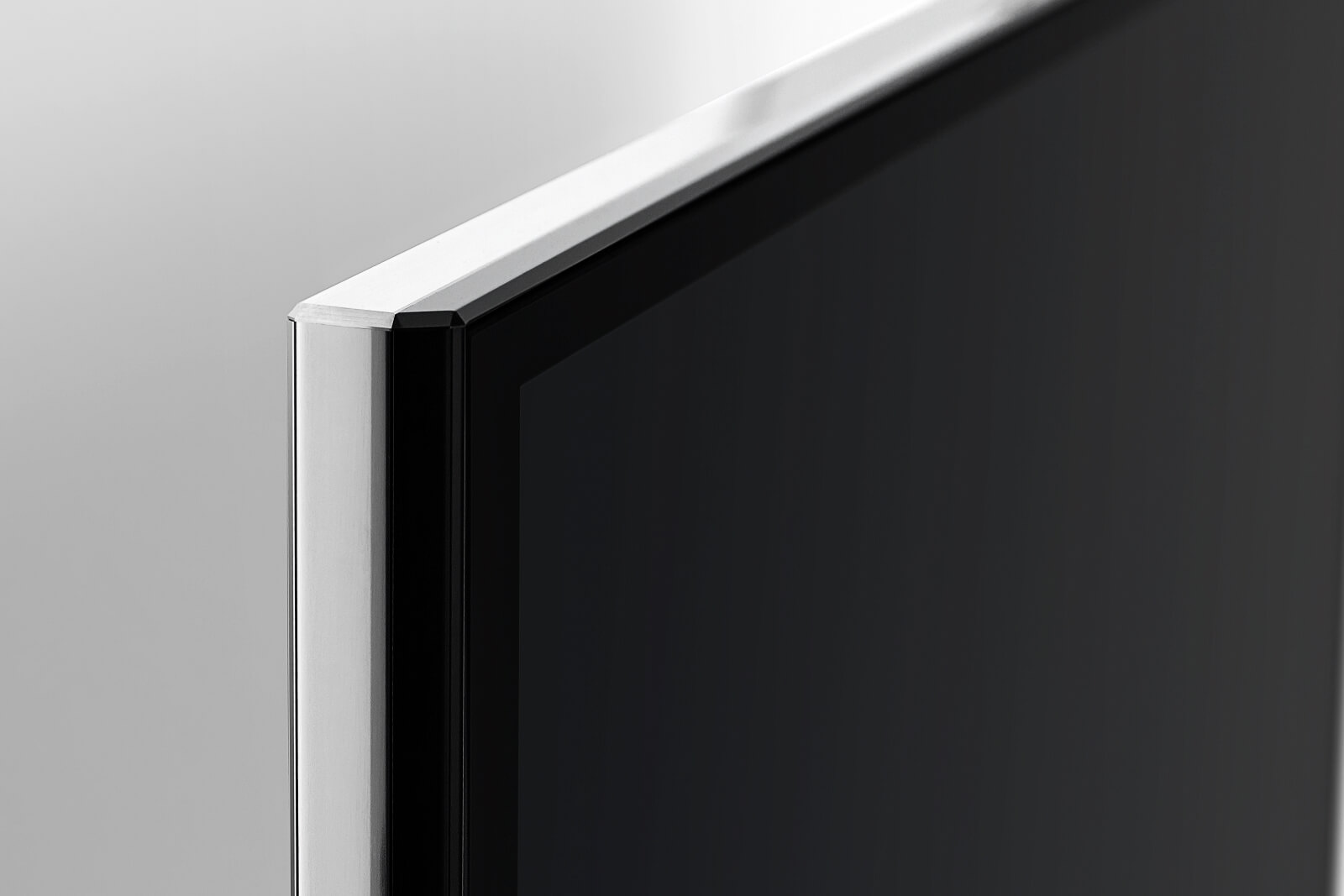 Glass and aluminum frame at BeoVision Avant merge seamlessly.