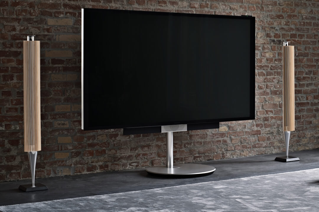 The floor stand gives the BeoVision Avant incredible flexibility