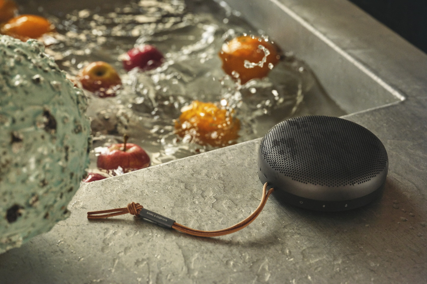 Bang & Olufsen BeoSound A1 in black anthracite