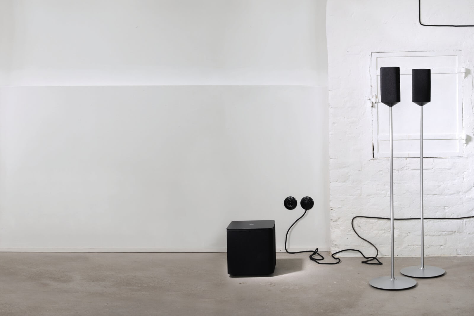 klang 1 speaker and subwoofer in black
